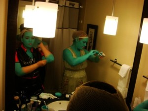 Lissan and Vynni get ready at Dragon*Con 2009. Photo by ankokuyoss.
