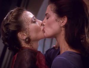 Jadzia Dax and Lenara Kahn kiss in the DS9 episode 'Rejoined'