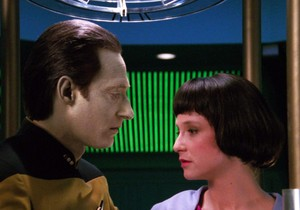 Data and Lal in the TNG episode 'Offspring'